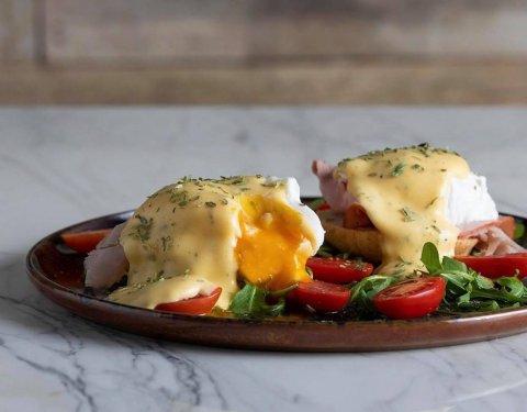 Eggs Benedict στη στιγμή - Images