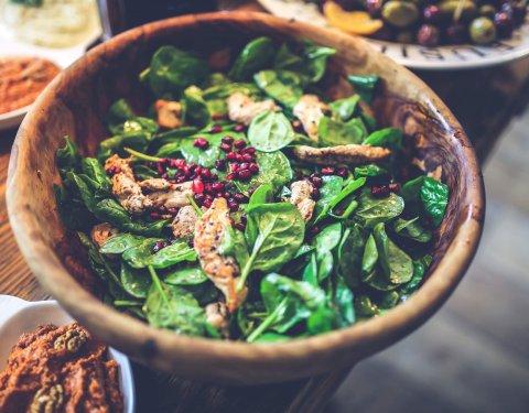 Το πιάτο της εβδομάδας: Σαλάτα με κοτόπουλο και κινόα - Κεντρική Εικόνα