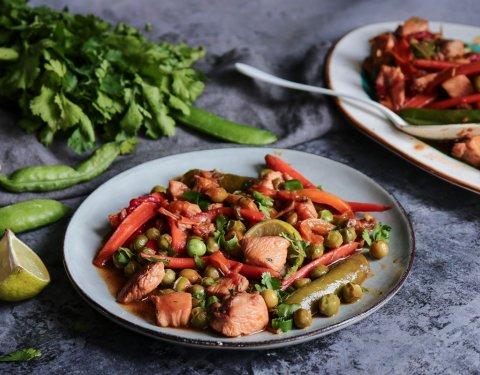 Γλυκόξινο με φρέσκο αρακά, πιπεριές και κοτόπουλο - Images
