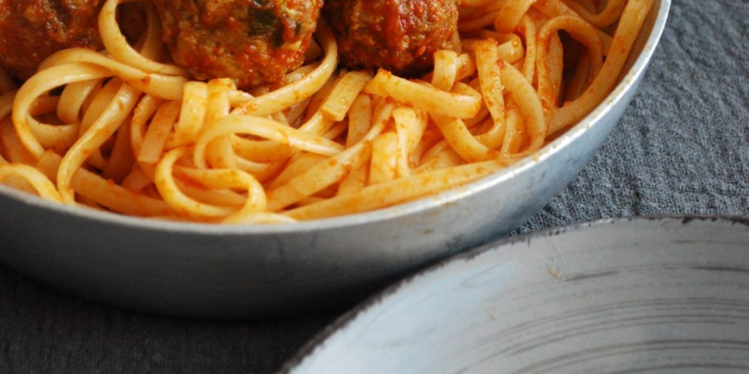 Linguini με κεφτεδάκια σε κόκκινη σάλτσα - Images
