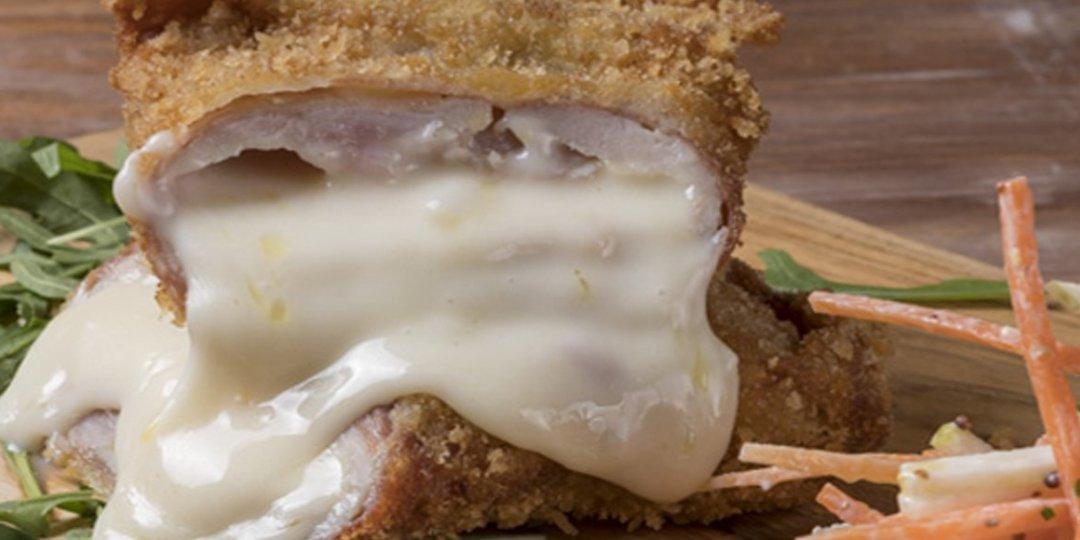 Χοιρινό σνίτσελ με προσούτο και μοτσαρέλα και σαλάτα σελινόριζας - Images