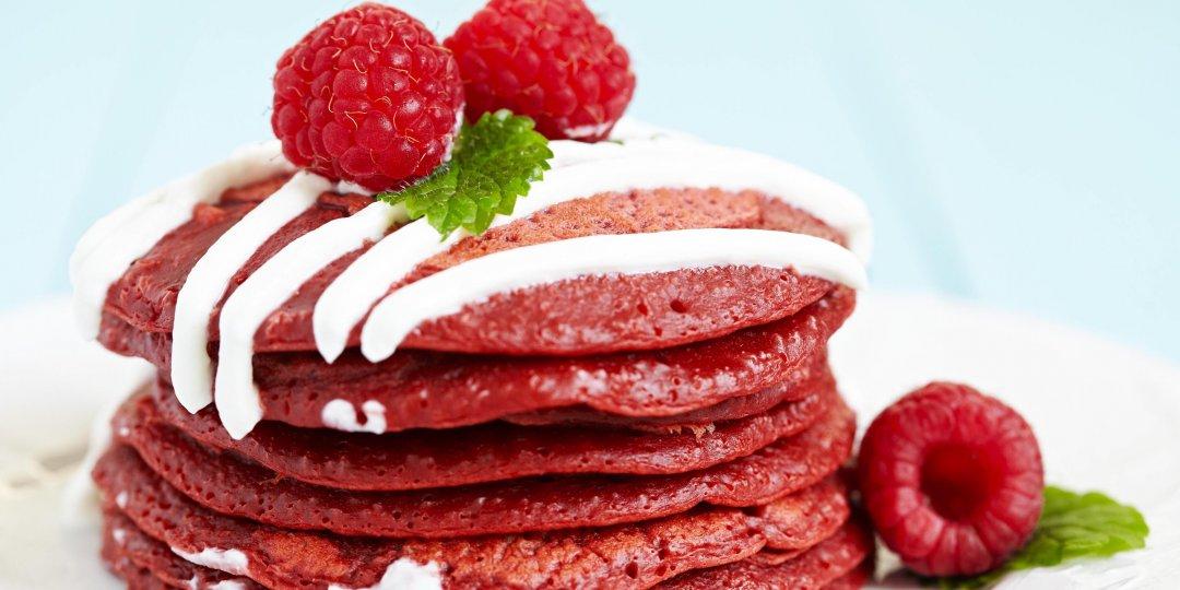 Red velvet pancakes με κρέμα τυριού - Images