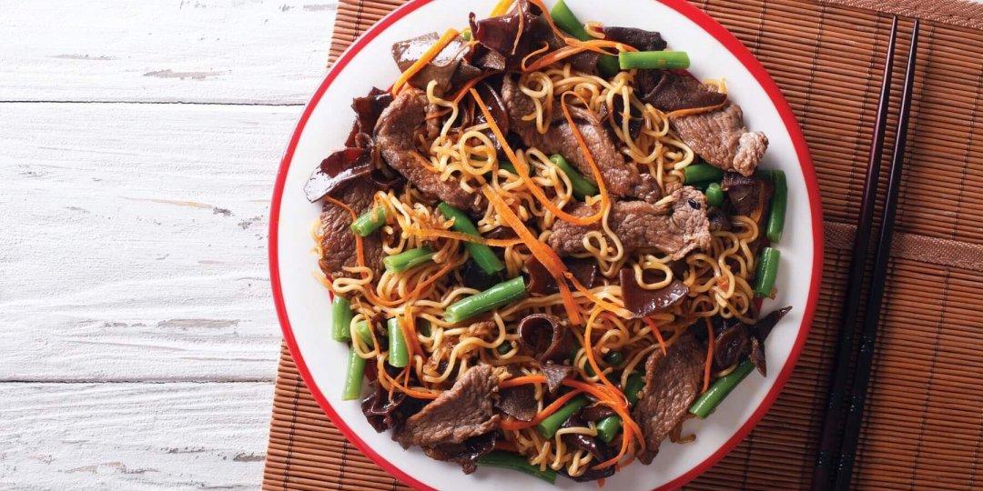 Βοδινό με noodles Exotic Food, λαχανικά και σάλτσα σόγιας Exotic Food - Images