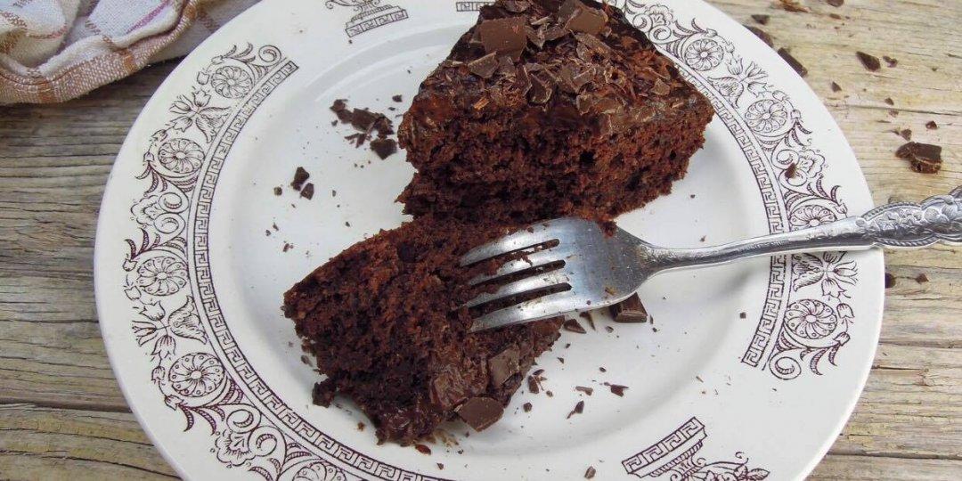 Υγιεινό κέικ σοκολάτας με γλάσο αβοκάντο - Images