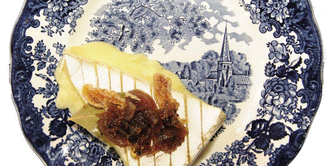 Ψητό brie με μαρμελάδα από σύκο και κρεμμύδι - Images