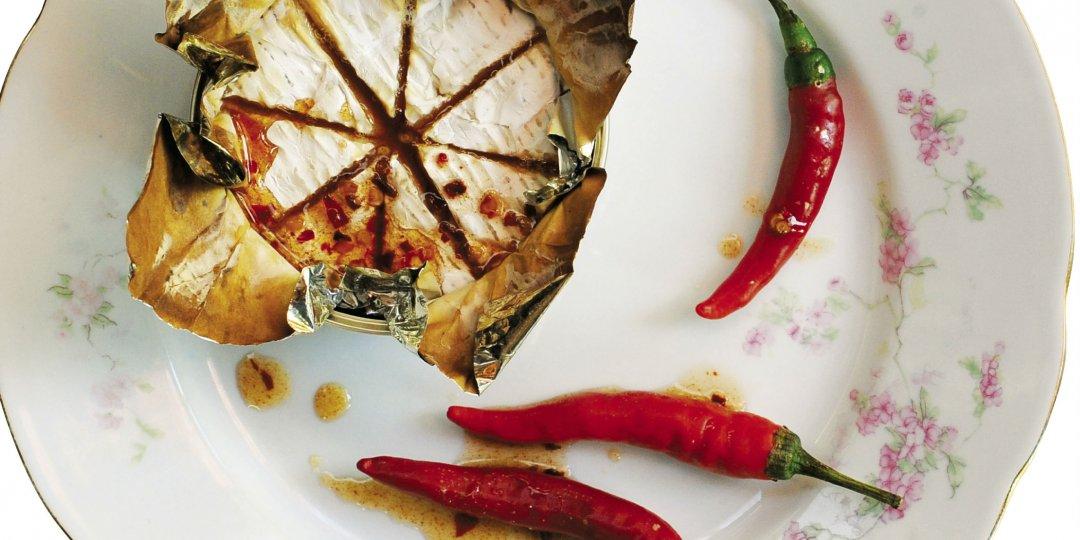 Camembert στο φούρνο με καυτερό σιροπάκι - Images