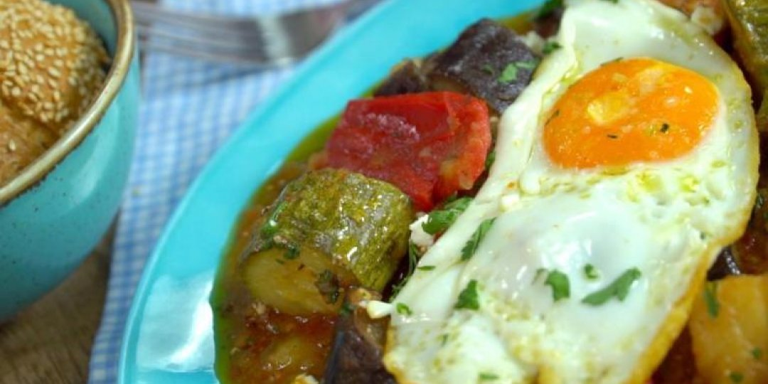Καλοκαιρινό μπριαμ στην κατσαρόλα με αυγά - Images