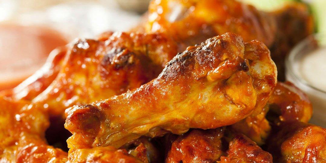 Φτερούγες κοτόπουλου μαριναρισμένες σε ουίσκι  - Images