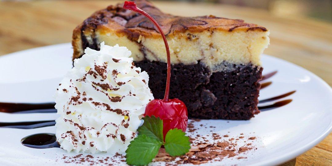 Δίχρωμο κέικ με κονιάκ - Images