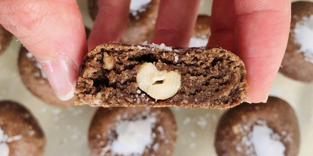 Μπισκότα με καρύδα, κάσιους και κομματάκια σοκολάτας  - Images