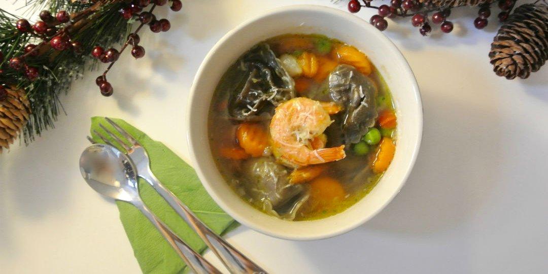 Θαλασσινή σούπα με γαρίδες και μαύρο τορτελόνι - Images
