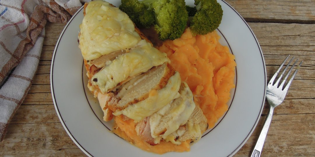 Γεμιστό κοτόπουλο με χαλούμι και λούντζα - Images