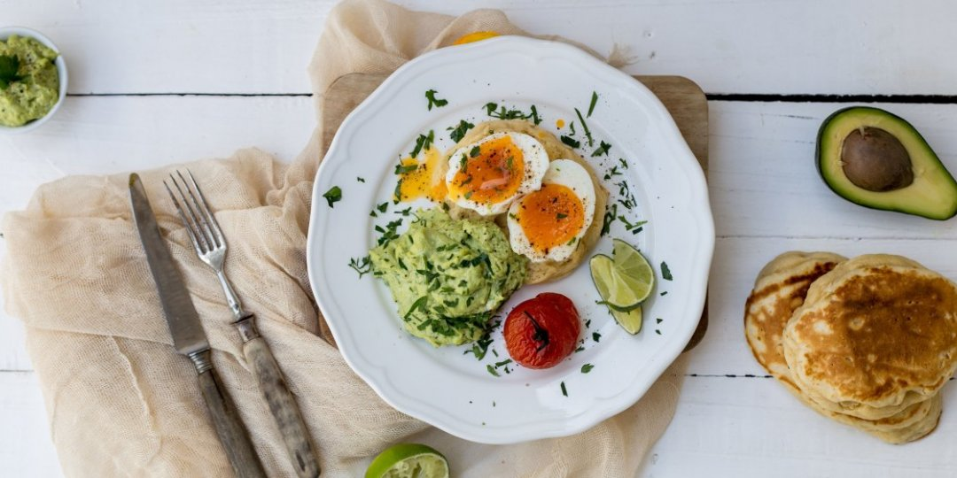 English muffins με αυγά και κρέμα αβοκάντο - Images