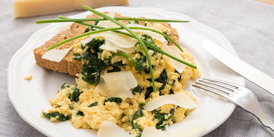 Scrambled eggs με σπανάκι - Images