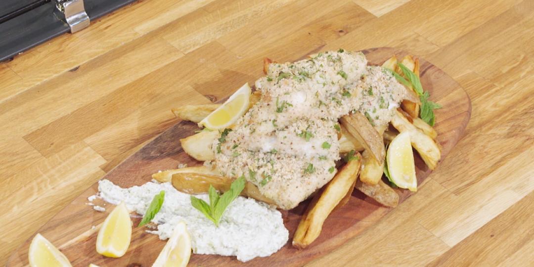 Ψάρι πανέ με σουμάκ, σως ταρτάρ και πατάτες - Images