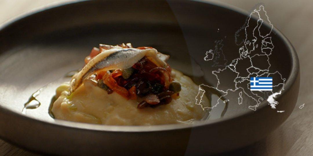 Φάβα Σαντορίνης ΠΟΠ παντρεμένη με κάππαρη και κόκκινο κρεμμύδι - Images