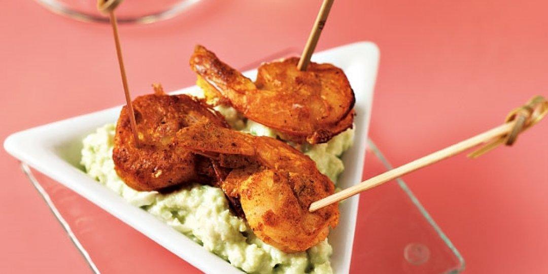 Πικάντικες γαρίδες Foodsaver σε σουβλάκι με σάλτσα αβοκάντο - Images