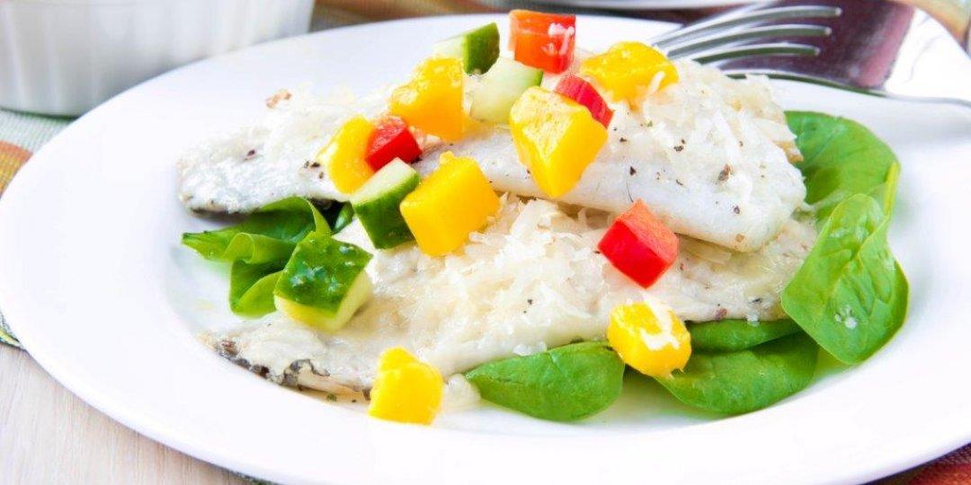 Μία υπέροχη σαλάτα με αβοκάντο και μάνγκο όπου συνοδεύεται  με ψάρι  φιλέτο  FOODSAVER - Images