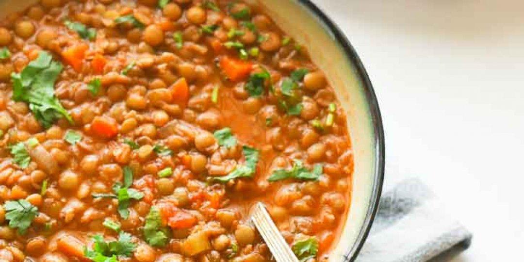 Σούπα φακές ξιδάτη.  - Images