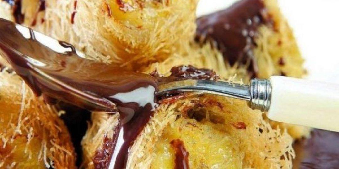 Κανταΐφι γεμισμένο με δαμάσκηνα και καρύδια με σιρόπι ζεστής σοκολάτας - Images