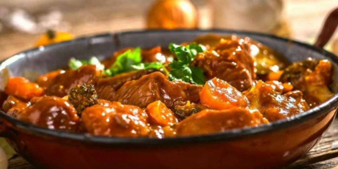 Καυτερό βοδινό στην κατσαρόλα - Images