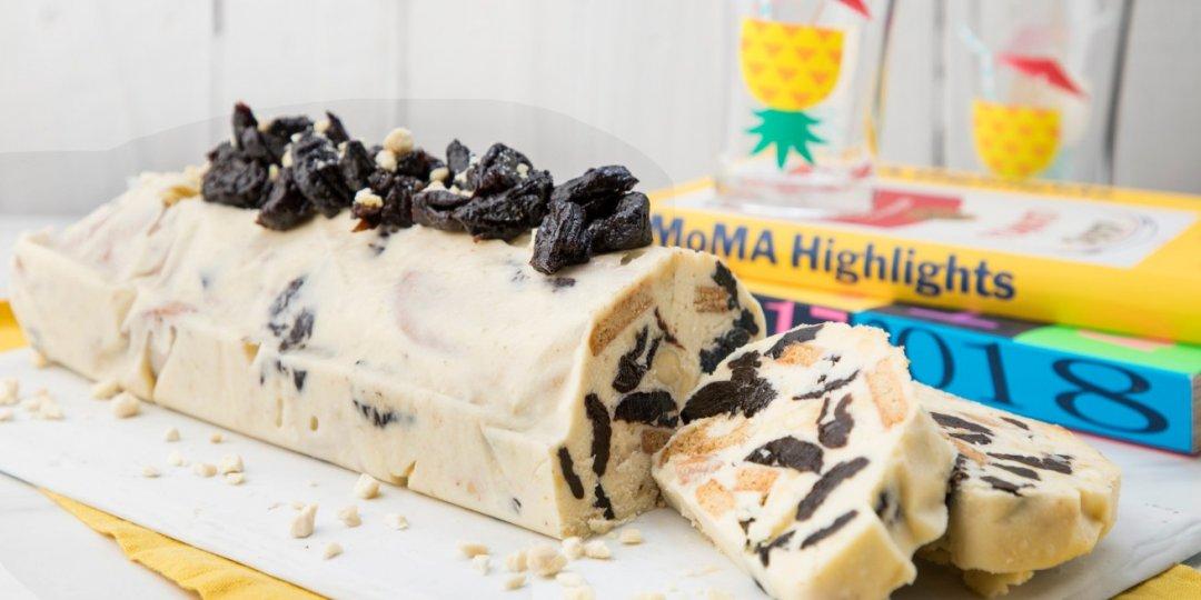 Κορμός λευκής σοκολάτας με δαμάσκηνα και αμύγδαλα - Images