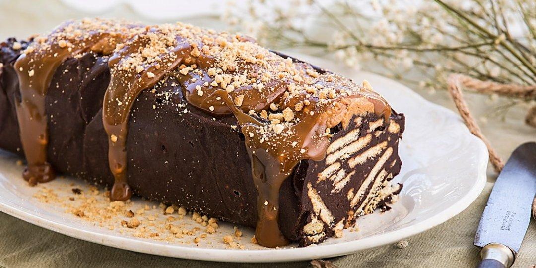 Ιδιαίτερος κορμός σοκολάτας με καραμέλα και φιστικοβούτυρο  - Images