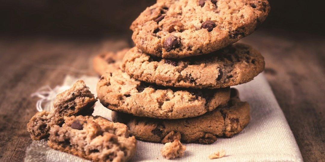 Κουλουράκια με σοκολάτα, βρώμη Mοrnflake, καρύδια και σταφίδα  - Images