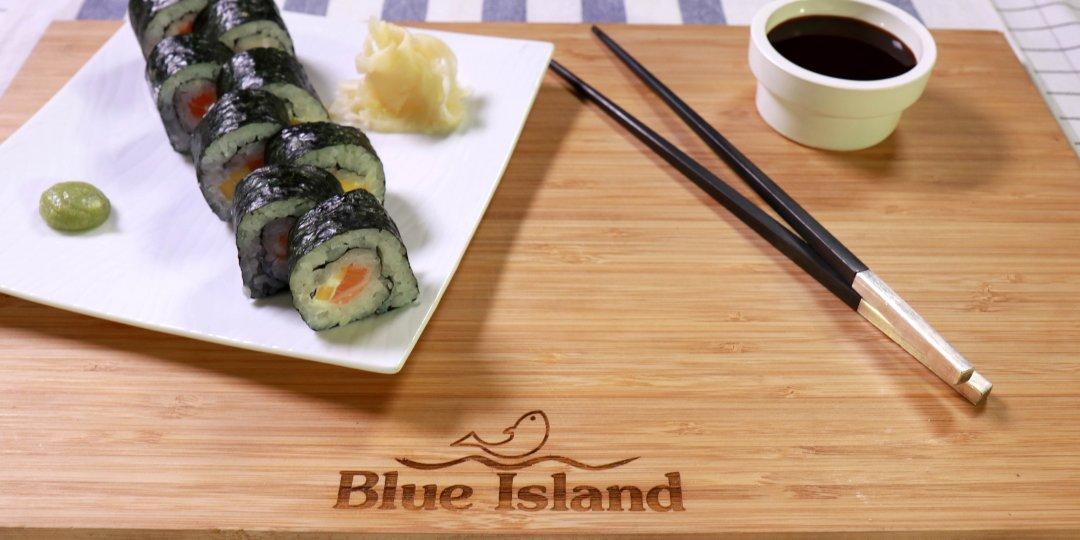 Maki με φρέσκο σολομό Blue Island, κρεμώδες τυρί και μάνγκο  - Images