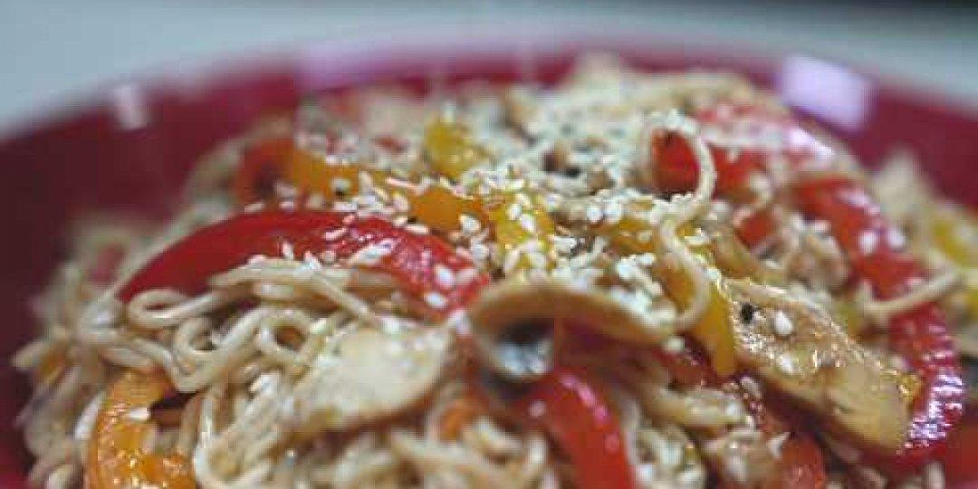 Exotic Food Noodles με λαχανικά, κοτόπουλο και teriyaki sauce - Κεντρική Εικόνα