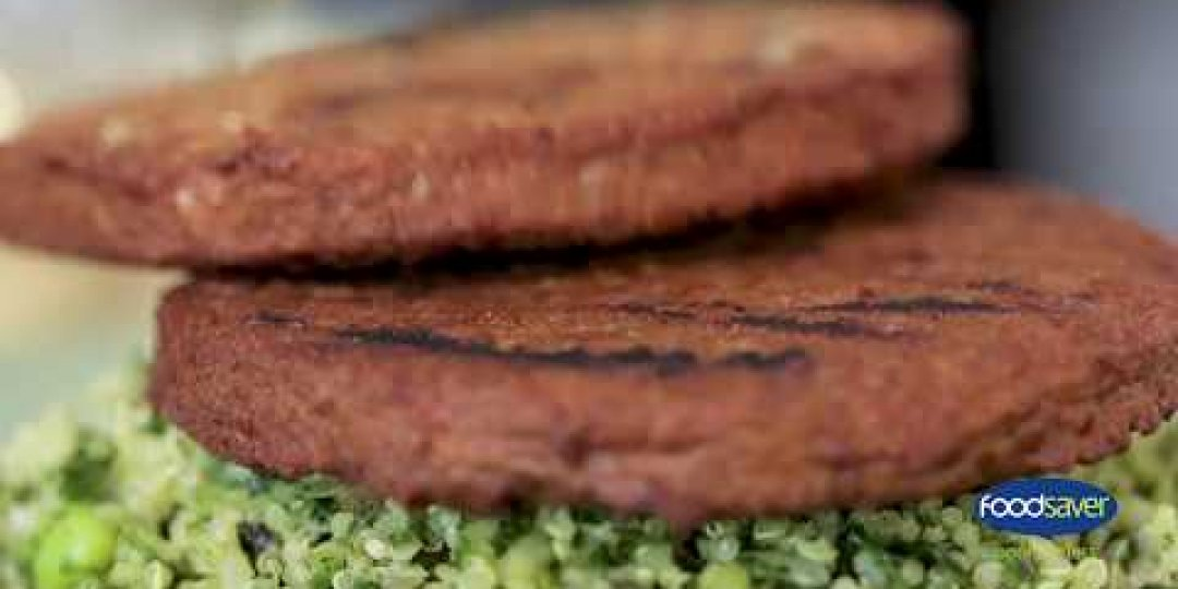 """The Vegetarian Butcher"" FOODSAVER με ζεστή σαλάτα Quinoa - Κεντρική Εικόνα"