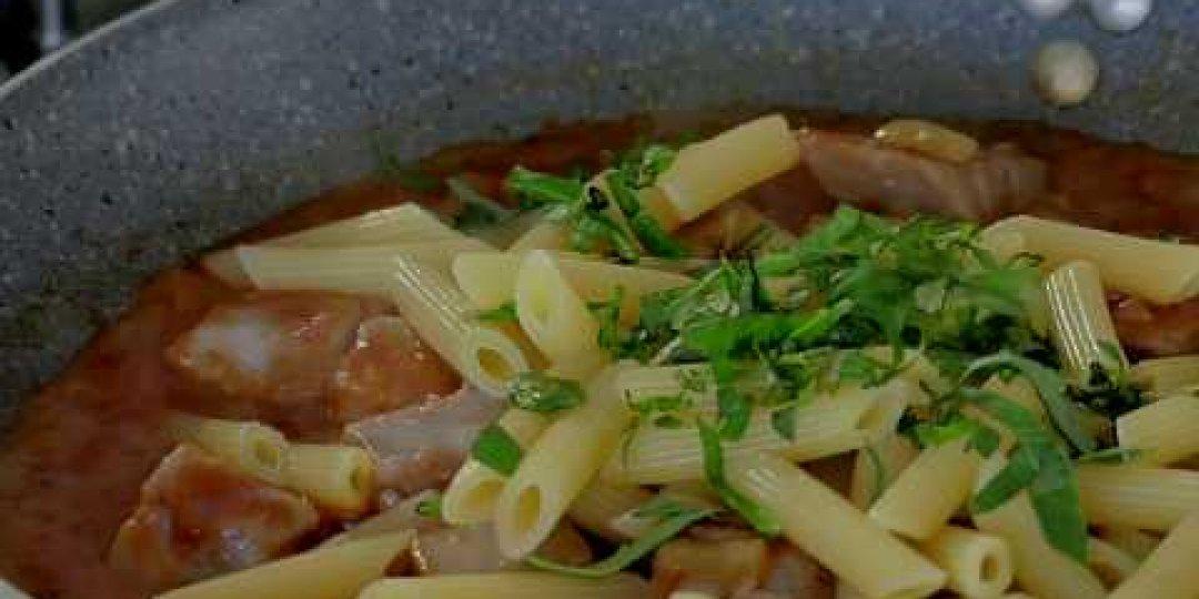 Τονομακαρονάδα με Σάλτσα Ντομάτας και Φέτα - Κεντρική Εικόνα