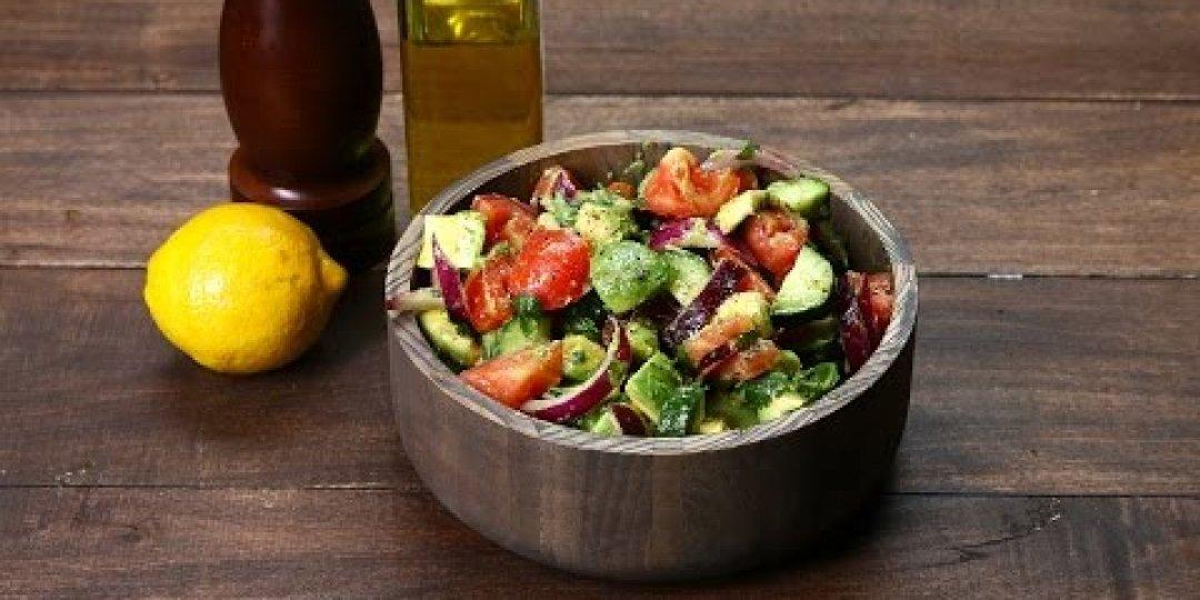 Η πιο εύκολη σαλάτα με αγγούρι, ντομάτα και αβοκάντο!  - Κεντρική Εικόνα
