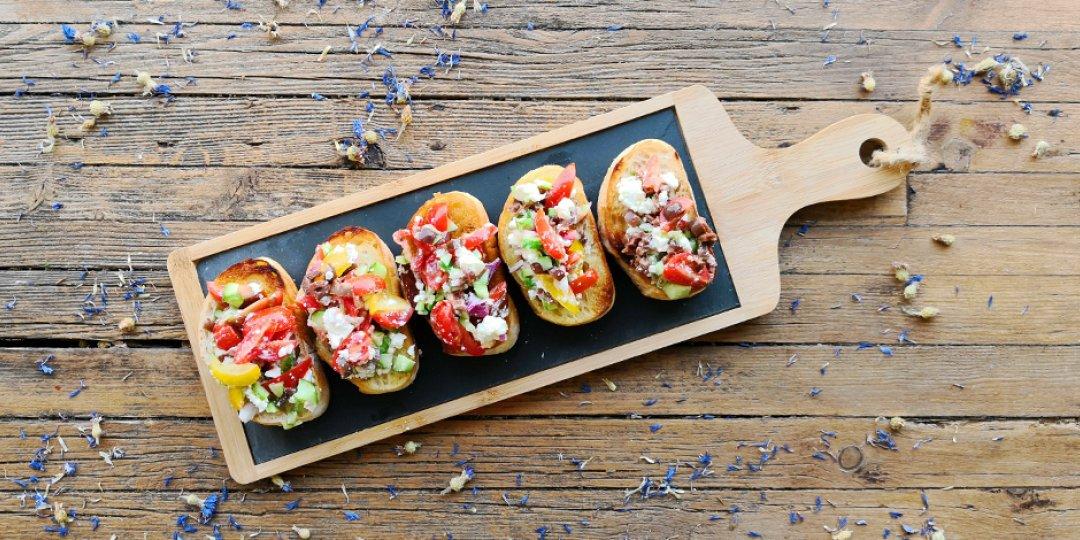 Μεσογειακή μπρουσκέτα με ντομάτα, ελιές και φέτα - Images