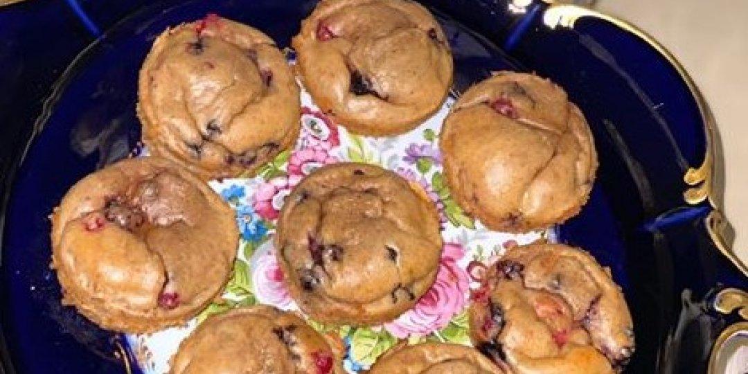 Υγιεινά muffins (χωρίς αλεύρι) με μούρα - Images