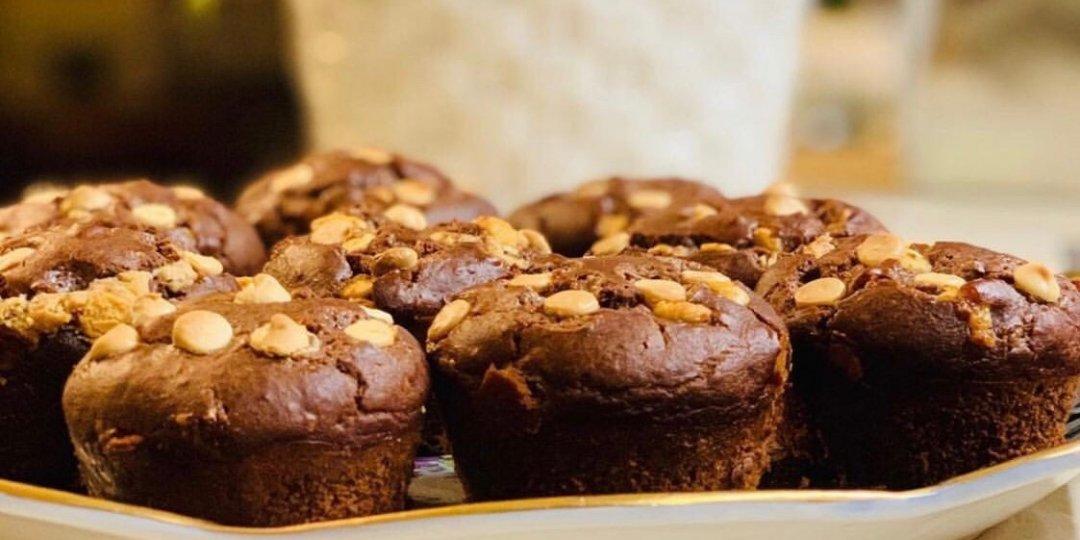 Υγιεινά muffins σοκολάτας γεμιστά με βούτυρο κάσιους  - Images