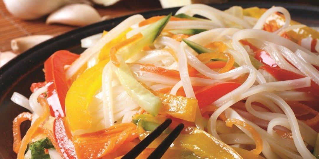 Νούντλς ρυζιού Exotic Food με λαχανικά - Images