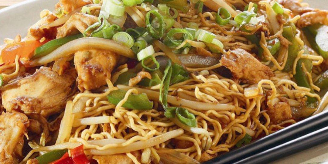 Nούντλς με κοτόπουλο (chow mein) - Images