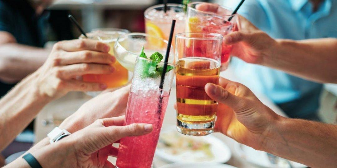 Party και αλκοόλ: Πόσες θερμίδες έχει το ποτό που καταναλώνεις; - Κεντρική Εικόνα