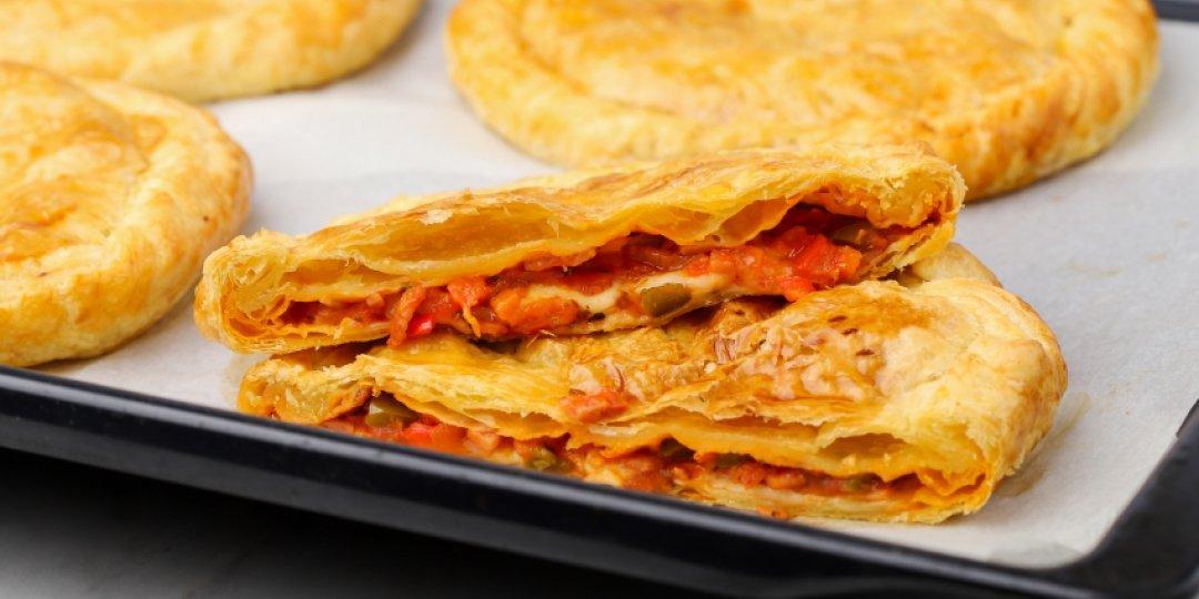 Ζαμπονοτυρόπιτα με σάλτσα - Images