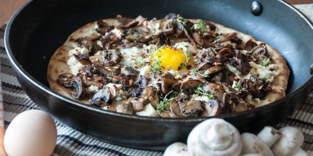 Πίτσα στο τηγάνι με μανιτάρια - Images