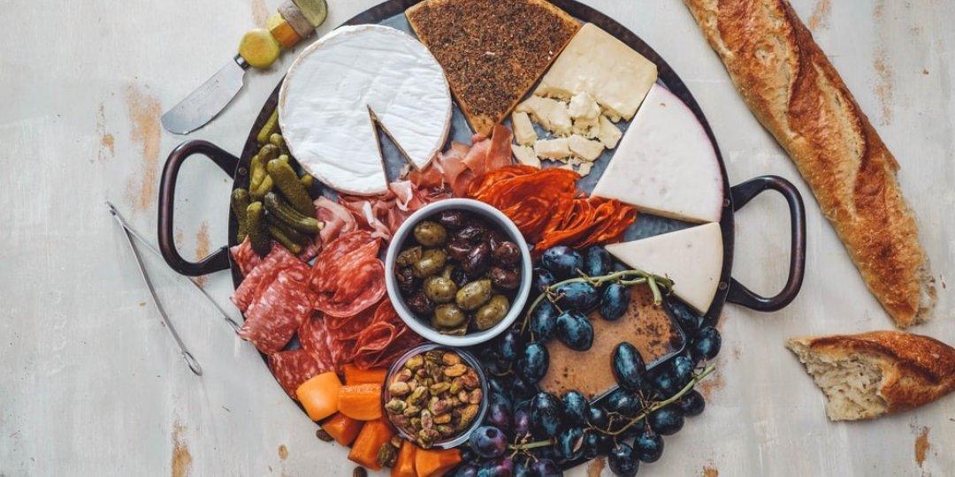 """Γιατί χαλαρό κρασί χωρίς """"cheese platter"""" δε γίνεται - Κεντρική Εικόνα"""