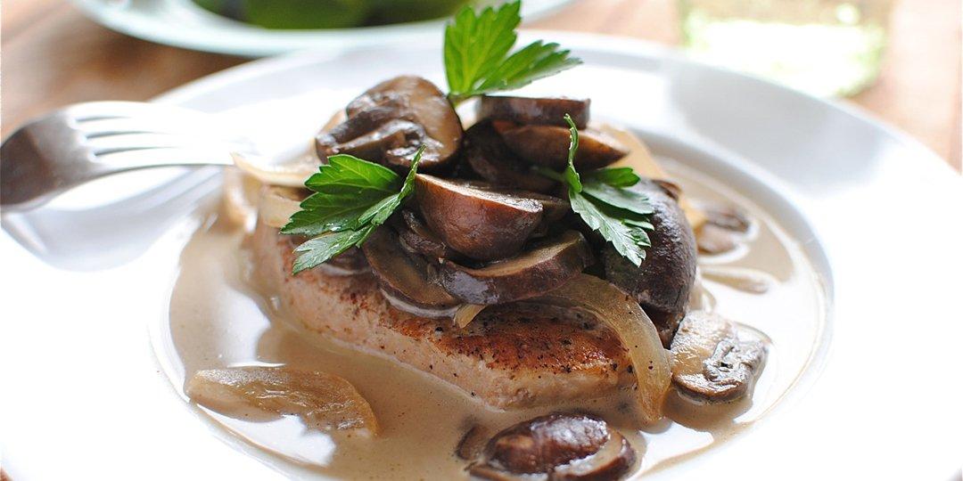 Χοιρινό με μανιτάρια, κρέμα γάλακτος και κρασάκι  - Images