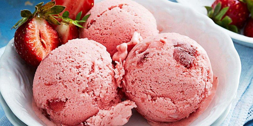 Παγωτό με φράουλα και βανίλια   - Images