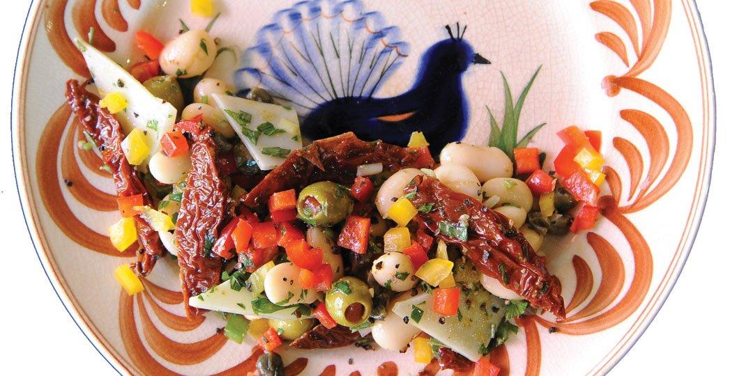 Σαλάτα με φασόλια, κεφαλοτύρι και λιαστές ντομάτες  - Images