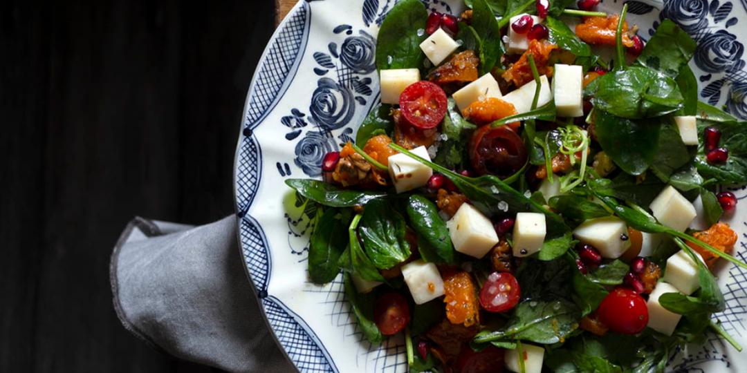 Χρωματιστή σαλάτα με ψητή κολοκύθα και μαριναρισμένο τυρί - Images