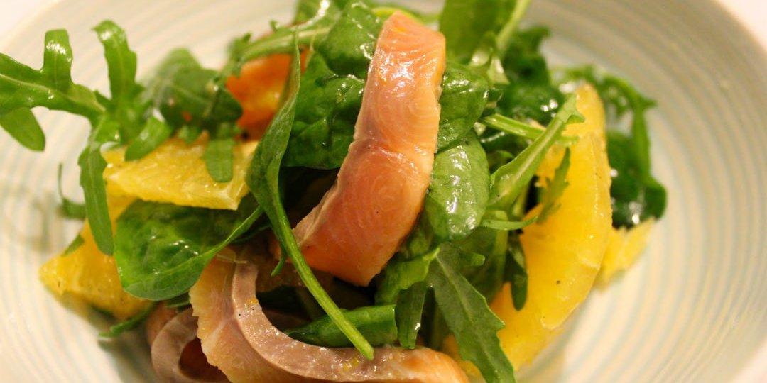Σαλάτα με σολομό, πορτοκάλι και σως σόγιας  - Images