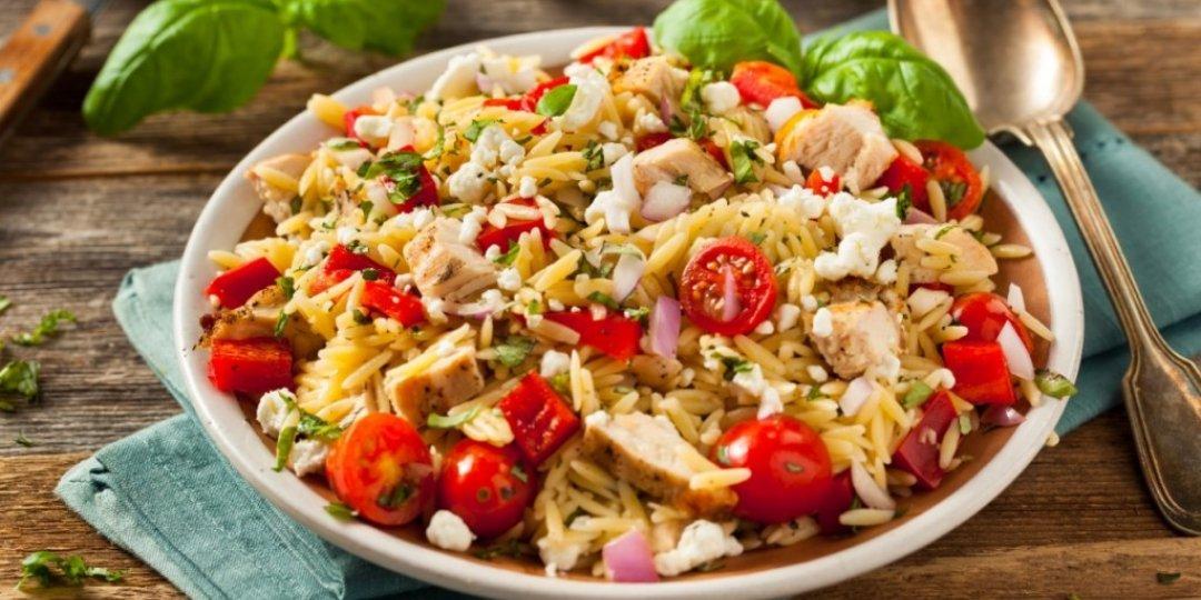 Σαλάτα με κριθαράκι, κοτόπουλο και φέτα - Images