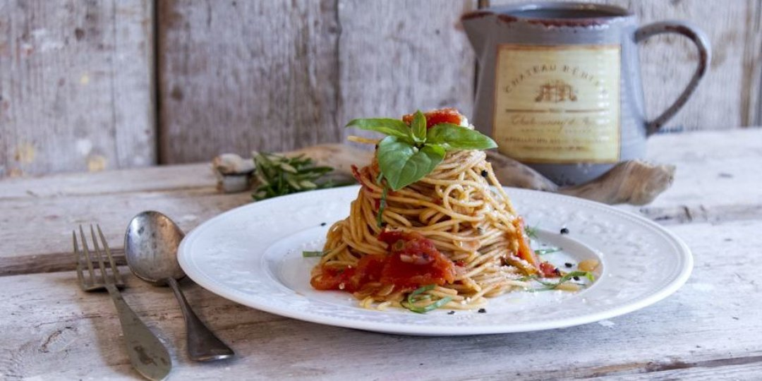 Σπαγγέτι ολικής άλεσης με σάλτσα ντομάτας - Images
