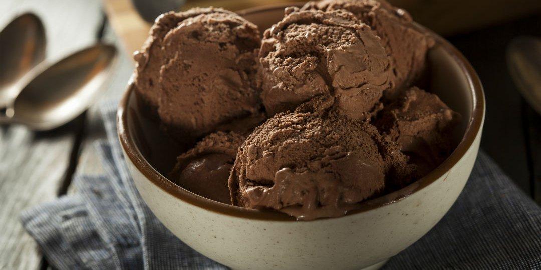 Παγωτό με μαύρη σοκολάτα  - Images